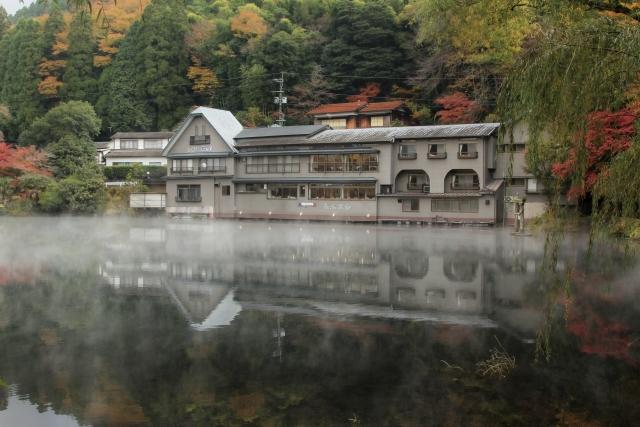株式会社ジャストライト浪岡 智がお送りする大分県由布市の「金鱗湖(きんりんこ)」についてです。